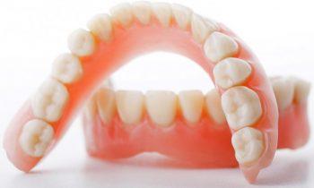 Prótesis completa superior e inferior (dentaduras).